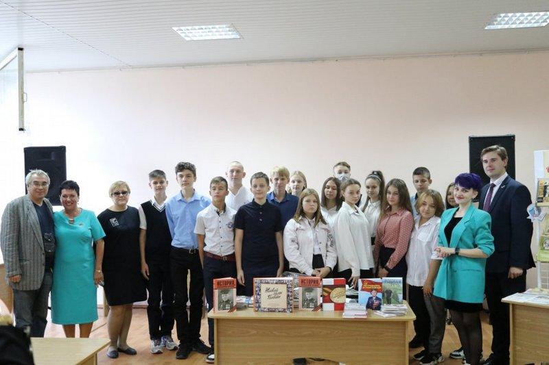 Книги «История, рассказанная народом» переданы в библиотеки Луганска